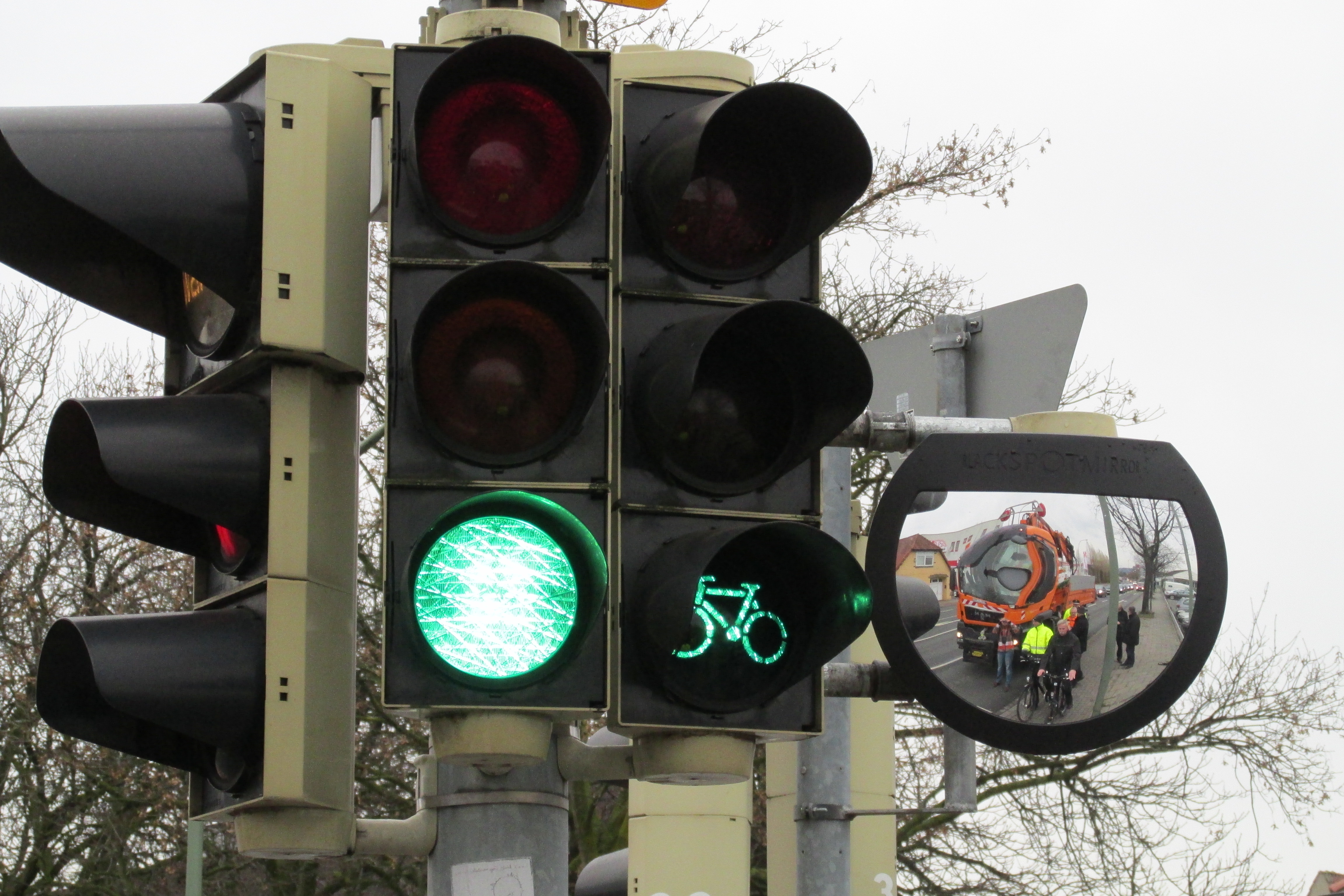 Spiegel gegen Verkehrsunfälle © osradio