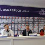 Angespannte Gesichter bei der Pressekonferenz zur Situation nach dem DFB-Pokalspiel VFL Osnabrück gegen RB Leipzig (v.l. M. Rüther, Jürgen Wehlend, Hermann Queckenstedt) © osradio