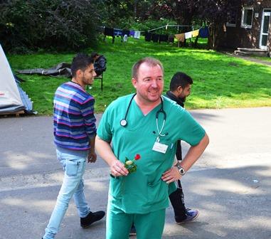 Hesepe Bojara Zahnärzte und Hebammen gesucht