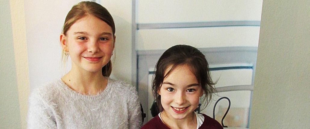 Verena und Emina singen mit beim Friedenssong-Osnabrück